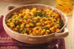 Aardappelen, spinazie & kikkererwten in tomaten/yoghurtsaus