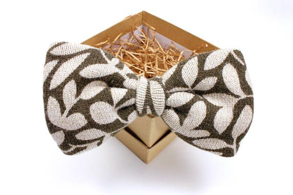 Gorgeous olive bow tie - Fall wedding inspiration - Groomsmen gifts