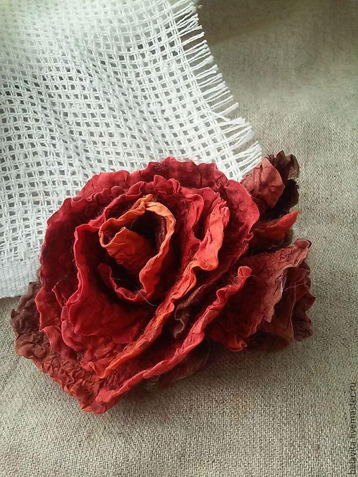 Купить Алая роза любви - валяная брошь, украшения ручной работы, украшение, подарок девушке