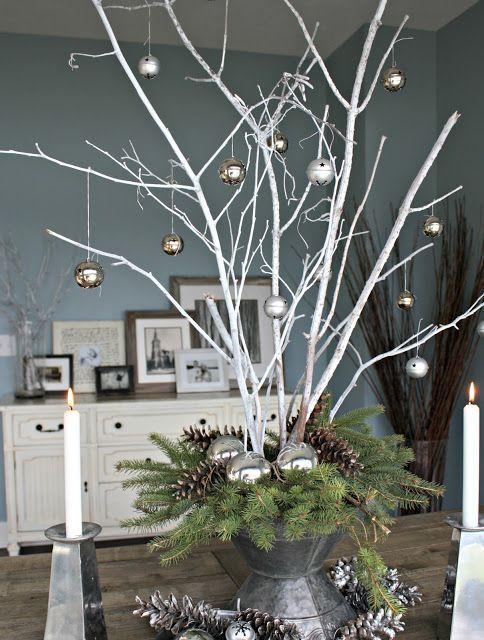 Si vous souhaitez décorer dans une ambiance nature ou encore que vous voulez trouver une alternative au traditionnel sapin épineux pour Noël, décorez avec