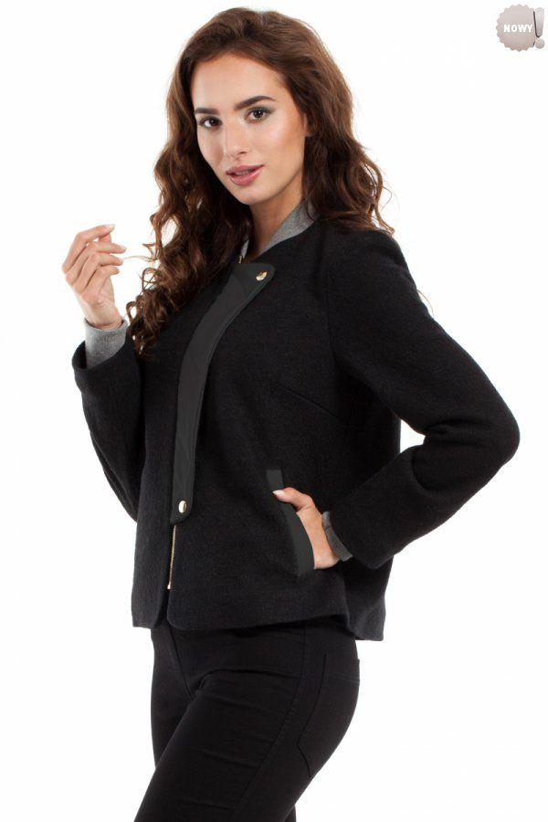Ciepła kurteczka / żakiet ze ściągaczami przy szyi i u dołu rękawów, z ozdobną klapą ze skóry ekologicznej, na podszewce. #żakiet #krótki #elegancki #czarny #kobieta #moda #trendy