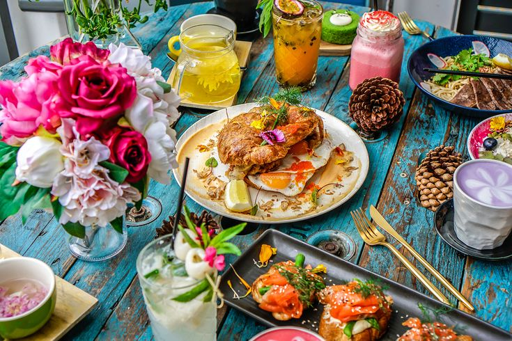 One of my favourite venues of the year, Cuppa Flower is a food art venue that would inspire Monet and Van Gogh. Full review is now up! http://spooningaustralia.com/cuppa-flower/