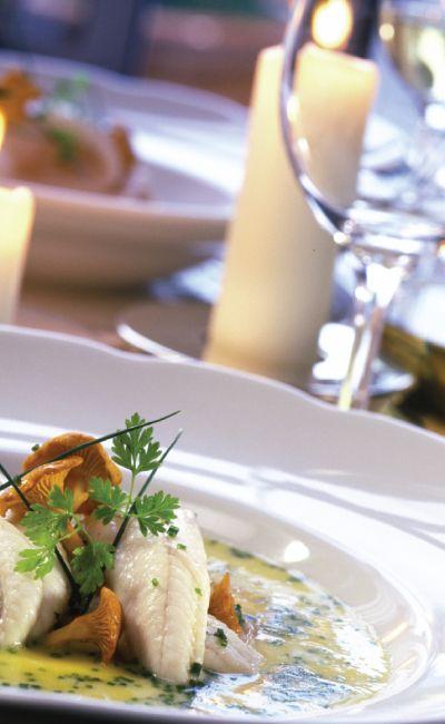 Ta med henne ut på en romantisk middag! Et bedre måltid sammen vil falle i god smak hos mottaker. Rettene er komponert sammen med en god vinpakke, et hyggelig avbrekk i hverdagen!