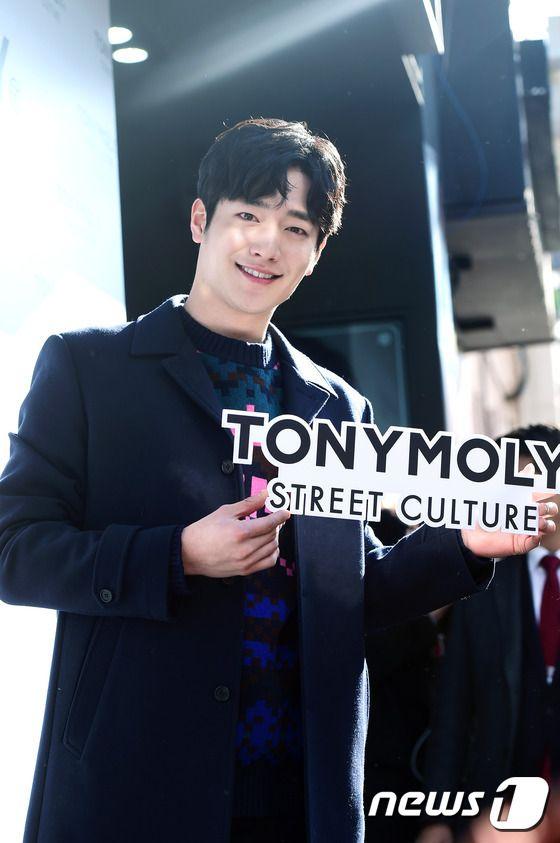 化粧品ブランドサイン会に出席したソ・ガンジュン−韓国俳優、韓国女優 イベントレポート