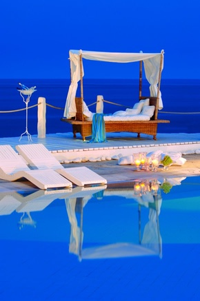 Kivotos boutique hotel in Mykonos, relax by the swimming pool