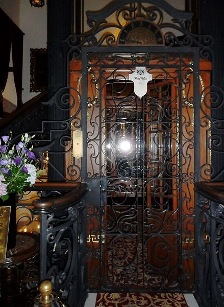 Elevator door of Pera Palace Hotel -- repinnend by http://www.hotelpincoffs.nl Rotterdam, The Netherlands