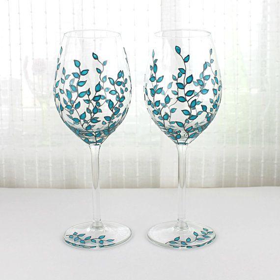 Vin verres, dessin de feuilles bleu, verres mariage, grillage de lunettes, verres peints à main, Set de 2 verres de vin bleu