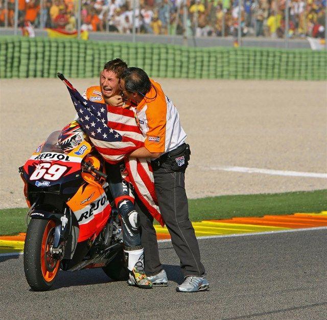 El último gran campeón americano que batió al mejor Rossi http://www.europapress.es/deportes/motociclismo-00311/noticia-hayden-ultimo-gran-campeon-americano-batio-mejor-rossi-20170523143032.html