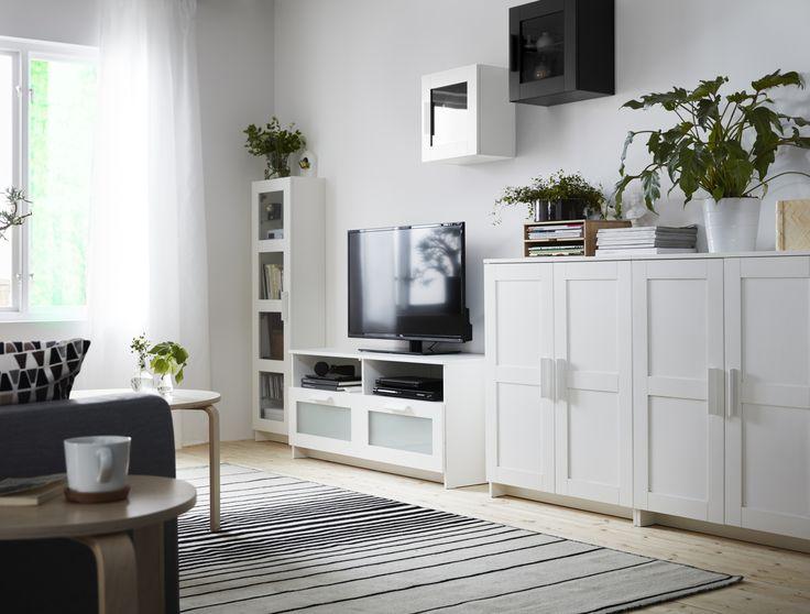 Color blanco y plantas para un salón de diseño sueco.