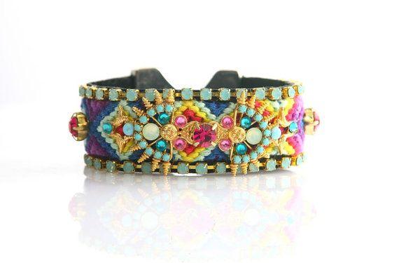 **  Ce bracelet est fait par moi .il est un autre type de bracelet de lamitié avec véritable Swarovski opal Pacifique cupchains, .il y a un