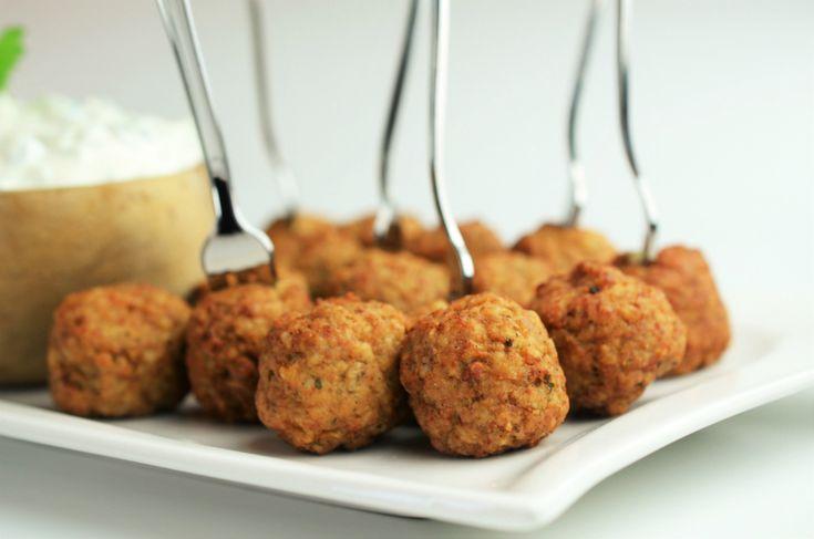 FOTO Incearca reteta saptamanii de la LIDL: Chiftelute grecesti cu sos tzatziki, perfecte pentru cina in familie, dar si pentru…