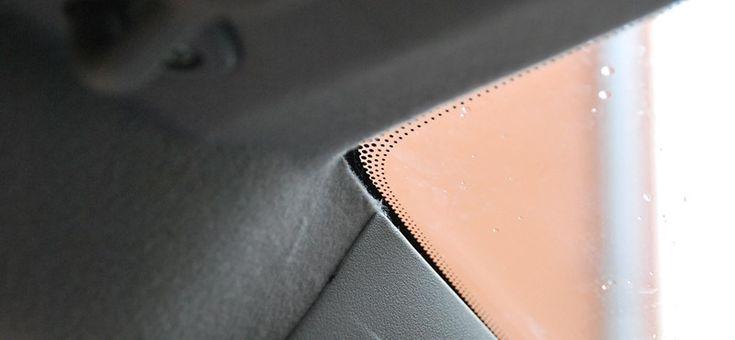 Tolatóradar: Tudja, miért vannak azok a kis pontok az autóüvegek szélén?