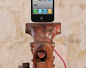 Vintage  Vise Iphone and Ipod Dock Charger