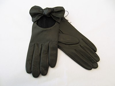 These beautiful Agnelle lambskin gloves from Misch on South Granville, are part of today's Mother's Day Contest prize package! These gloves will make a lovely gift for Mom!