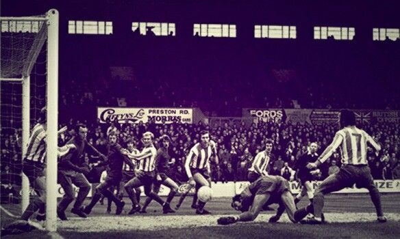 Brighton 0 Walton & Hersham 4 in Nov 1973 at the Goldstone Ground. Russell Perkins makes it 1-0 in the FA Cup 1st Round Replay.