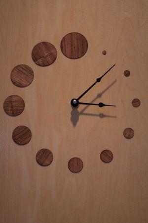 relógio bolinhas de madeira