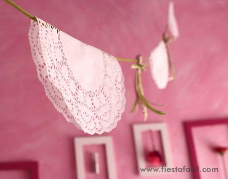 guirnalda de blondas de papel