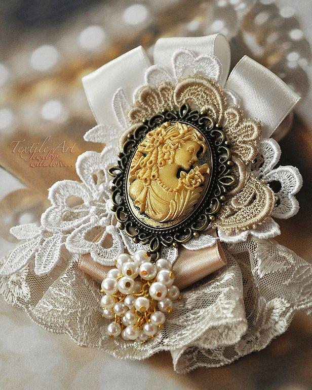 """Купить Брошь """"Сокровища принцессы Дафны"""" - брошь, винтажный стиль, кремовый, нарядный, праздничный, подарок"""