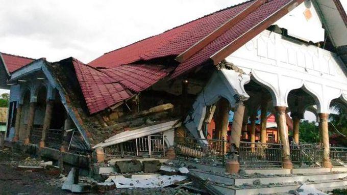 WinNetNews.com - Gempa berkekuatan 4,5 skala richter mengguncang Banda Aceh, Provinsi Aceh. Tidak ada peringatan tsunami terkait gempa tersebut.Dilihat dari situs resmi Badan Meteorologi, Klimatologi, dan Geofisika (BMKG), Minggu (5/3/2017), gempa terjadi pada pukul 22.24 WIB. Pusat gempa berada di