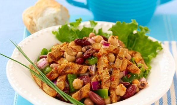 This light and fresh Chicken and Bean Salad combines sliced Maple Leaf Prime® Fully Cooked Grilled Chicken with mixed beans, red onion and green pepper. Toss in a sundried tomato and oregano dressing and season with basil!