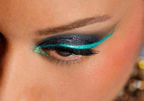 Winged eye liner