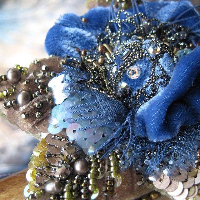 Брошь-цветок.ручная авторская вышивка