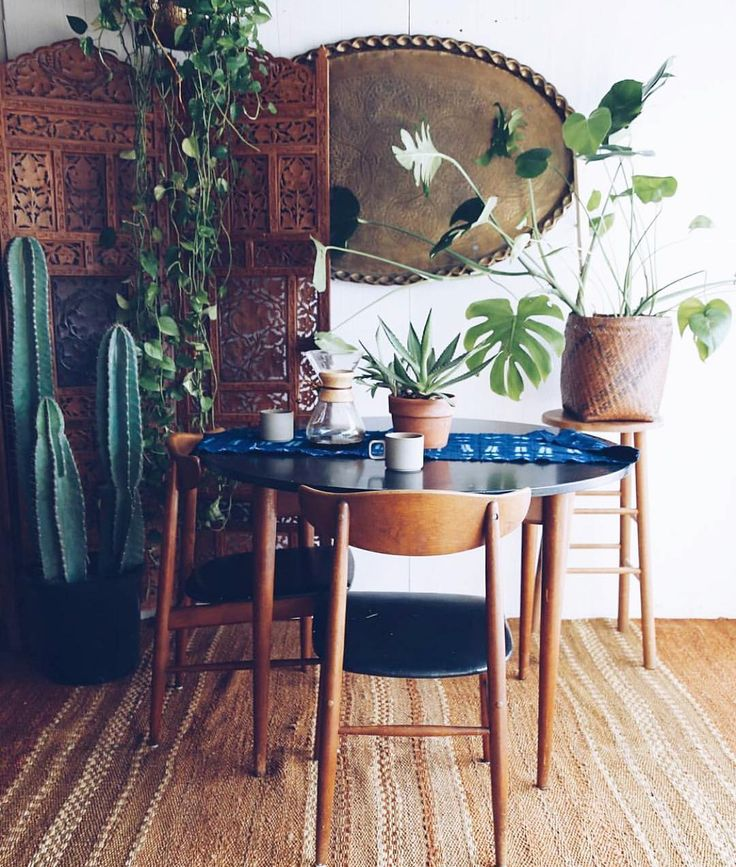 Good morning!! It's a rainy Monday in my part of the world but do we have a gorgeous #BohoisMyJam pick or what? @joandjune has such amazing style and we just loved this dining spot! I would give anything to sit and sip my coffee here--just check the carved screen and giant cactus --making my heart go pitter patter. Sweet mid century chairs and chemex coffee carafe --looks like it's all ready for me!! Hold on--I'm coming right over and I'm taking some souvenirs home. @joandjune have an…