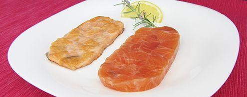 Bife de salmão. Utiliza-se a enzima transglutaminase para colar pequenas peças de salmão para obter-se um formato de bife!