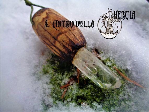 Magia cristallina  quarzo ialino incastonato di AntroDellaQuercia