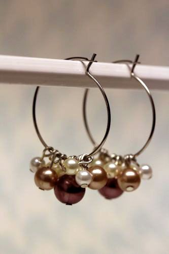 Easy beaded hoop earrings @Joey Ceunen Ceunen Ceunen Ceunen Ceunen Davidson
