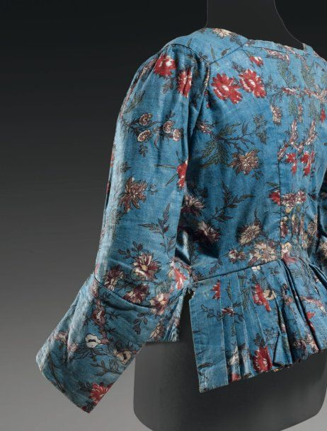 Back view, caraco, c. 1770-80. Printed cotton with floral motifs on blue ground (indienne fabric).
