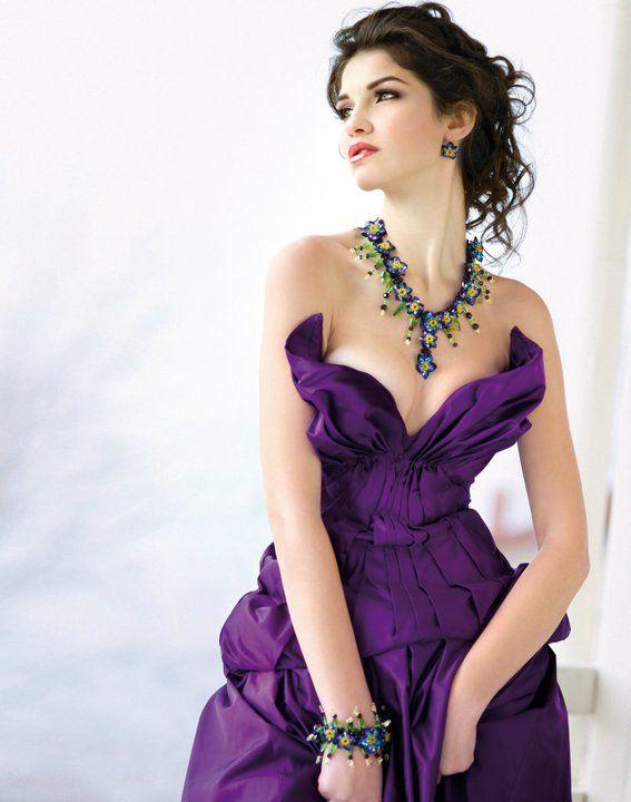 http://shop.cosminaenglizian.ro/product--colier-flori--289.html