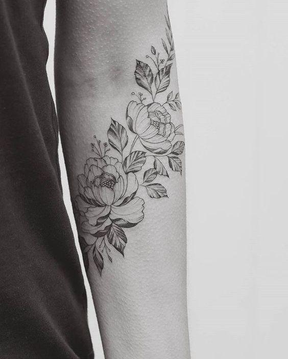 Tatouage Pivoine Sur L Avant Bras 15 Idees De Tatouages Pivoine