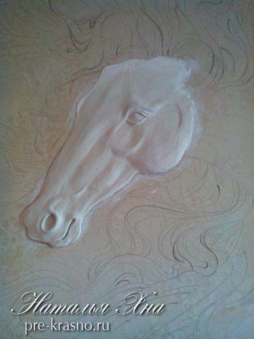 барельеф лошадь