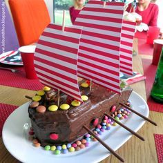 Dreimal Kölle ahoi - Piratengeburtstagsparty zu Karneval / pirates birthday party cake / Piratenkuchen / www.loloundtheo.blogspot.de
