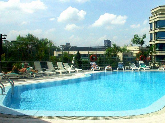 Peninsula Excelsior Hotel Singapore Stillwater Pool