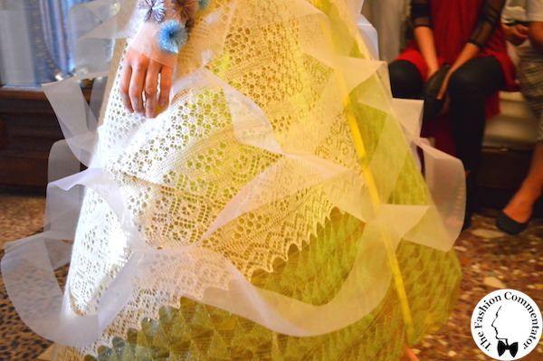 Polimoda Show 2015 || gli ossimori di Anzhelika Balaeva, che ai materiali e alle silhouette futuristiche del film Solaris, abbina le texture dei centrini ricamati della tradizione artigianale russa