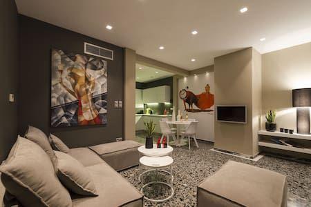 Δείτε αυτήν την υπέροχη καταχώρηση στην Airbnb: Ma Maison,penthouse,panoramic view,2min from Metro - Διαμερίσματα προς ενοικίαση στην/στο Athina