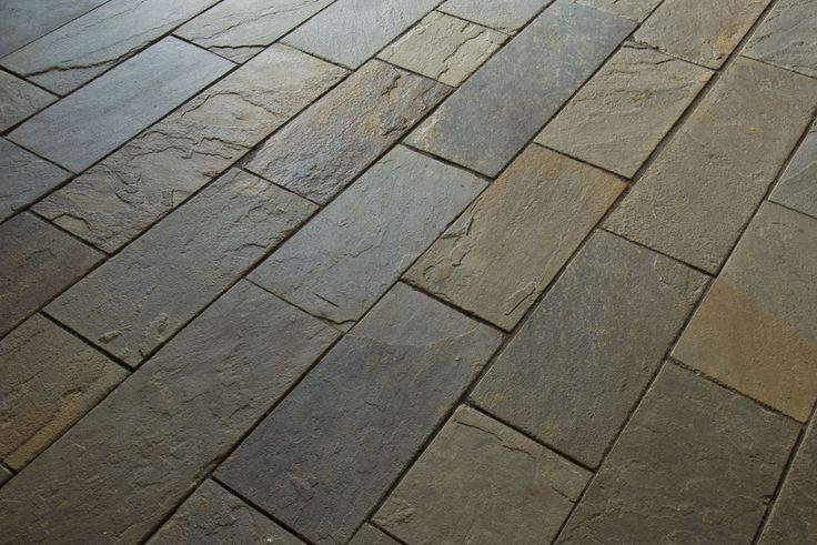 Natural cleft full color pattern bluestone in as flooring for Bluestone flooring