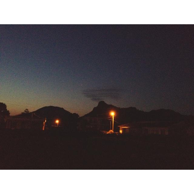 오늘 새벽모습.. 마치 산에서 연기가 나오는 듯 하다.