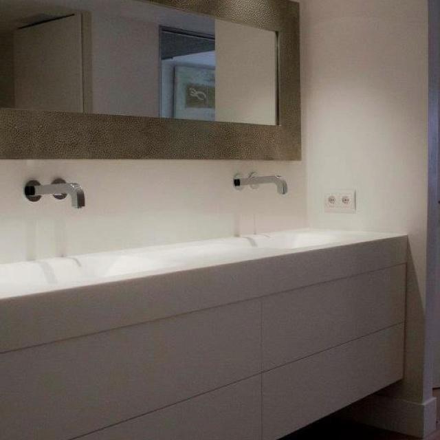 Mueble de codis con iluminaci n interior y encimera de - Proyectos de iluminacion interior ...