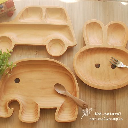 kid's 나무 트레이 Bamboo kids plate. Out with the hideous character plates!!