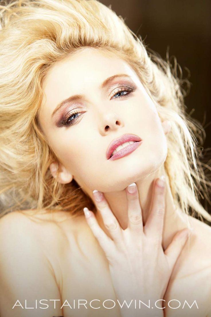 Victoria Bond Nude Photos 7