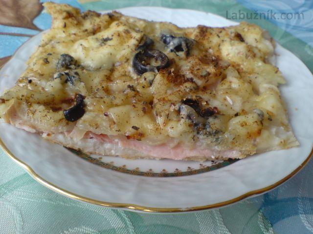 Cibulová pizza z listového těsta
