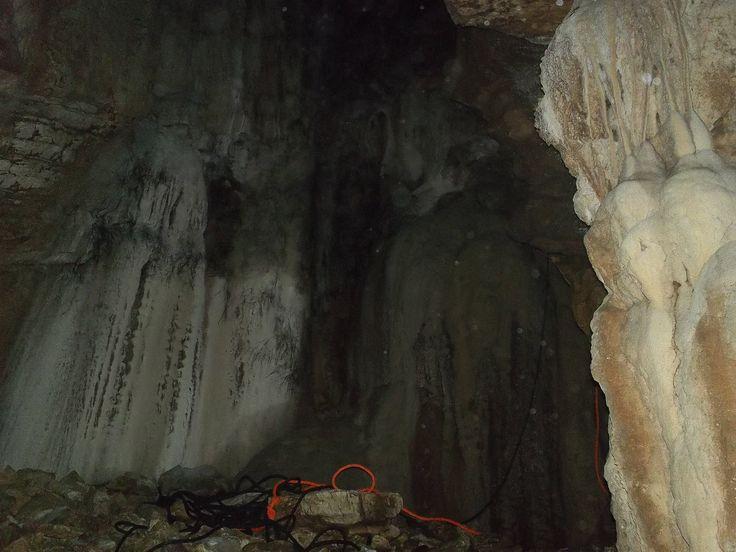 Σπήλαια με σταλακτίτες στην Καλλιρρόη Μεσσηνίας!!!
