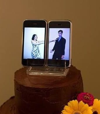 Wedding cake idea for the modern couple using cell phones