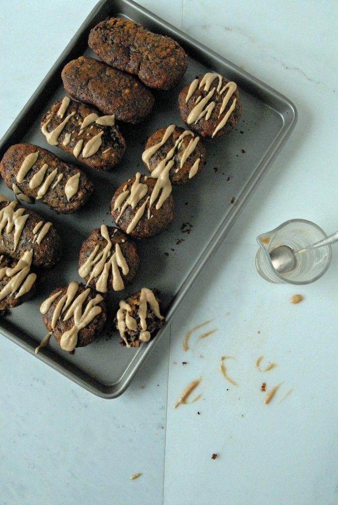 Dark Chocolate Swirled Banana Bread Muffins with Peanut Butter Glaze // The…