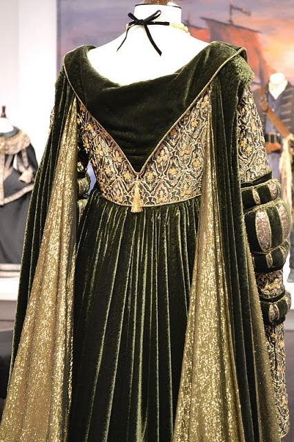 Movie costume dress, style of Venetian 1490s (Cranach sketches) Back of gown, not sure on that tassel Angelica Houston wore this in Ever After. Description from pinterest.com. I searched for this on bing.com/images
