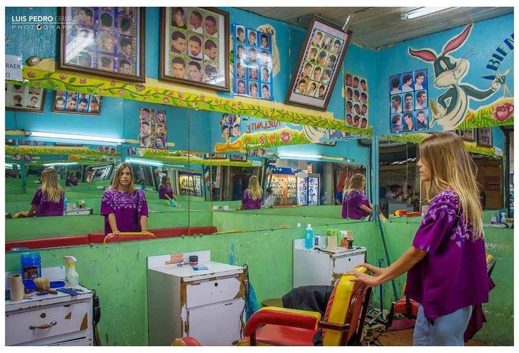A typical Guatemalan barbershop  #luispedrogramajophotography #wedinguatemala #wedding #weddingday #destinace #destinasyon #destination #destinationwedding #bridebook #destinazione #weddingphoto #weddingideas #weddings #weddingphotography #weddingphotographer #weddingdress #love #forever #wed #picoftheday #photooftheday #weddingideas_brides #weddingawards #weddinginspiration #HuffPostIDo #bruiloft #marriage #everydayguatemala #perhapsyouneedalittleguatemala