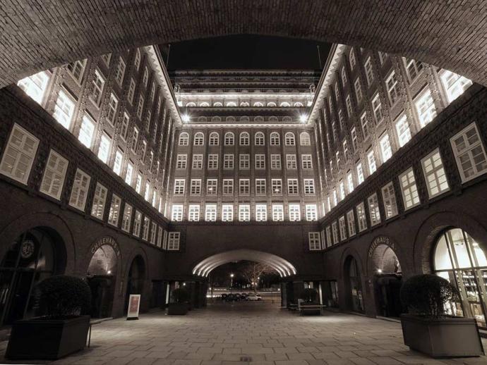 Expressionismus Architektur: Chilehaus, Innenhof
